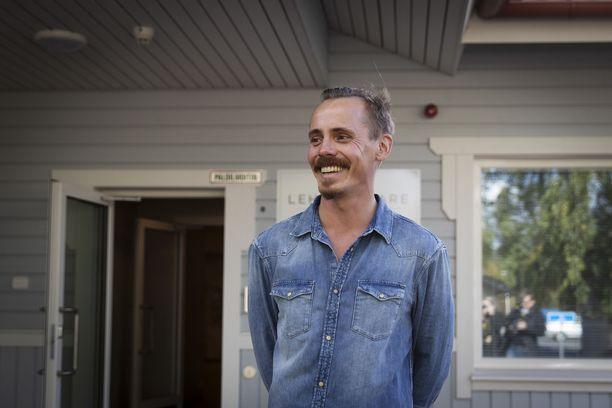 Jasper Pääkkönen vieraili Eurassa syyskuussa 2018 hoivakodin avajaisissa. Näyttelijä perusteli osakkuuttaan yhtiössä ensisijassa humaaneilla arvoilla, ei euromääräisillä tavoitteilla.