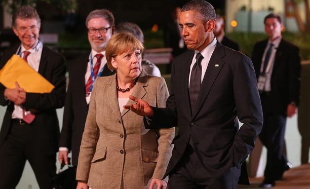 Saksan liittokansleri Angela Merkel ja Yhdysvaltain presidentti Barack Obama keskustelivat kävellessään Brisbanessa.