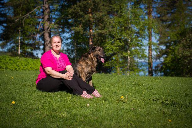 Anni Vuorela menetti näkönsä aivokasvaimen vuoksi.