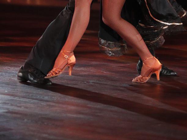Tanssiurheiluliitto on antanut kahdelle suomalaiselle tanssivalmentajalle kirjallisen varoituksen epäasiallisesta käytöksestä. Kuvituskuva ei liity juttuun.