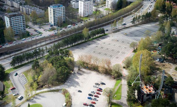 Poliisin mukaan joukkotappelusta Särkänniemen parkkipaikalle oli sovittu etukäteen. Arkistokuva.
