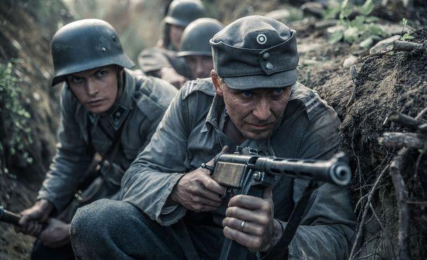 Aku Louhimiehen Tuntematon sotilas on vuoden katsotuin elokuva.
