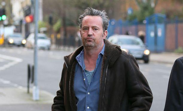 Näyttelijä Matthew Perry bongattiin Lontoossa huomattavan epäsiistinä.