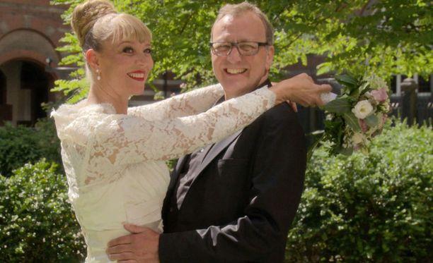 50-vuotias Pia ja 56-vuotias Frank ovat yksi sokkona avioituvista pareista.