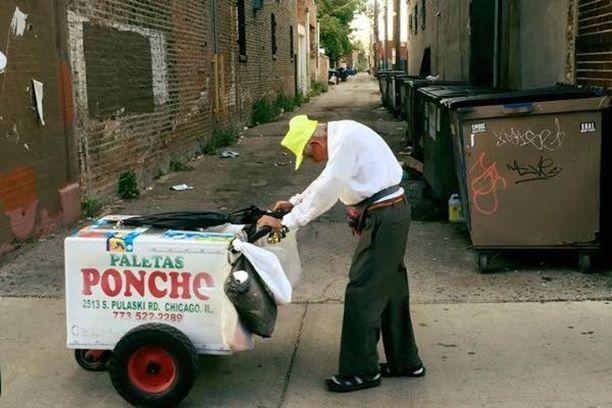 Fidencio Sanchez myy jäätelöä Chicagossa elättääkseen perheensä.