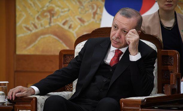 Ongelmia Erdoğanille. Yhdistynyt oppositio voi haastaa parlamentissa itsevaltaisen presidentin.