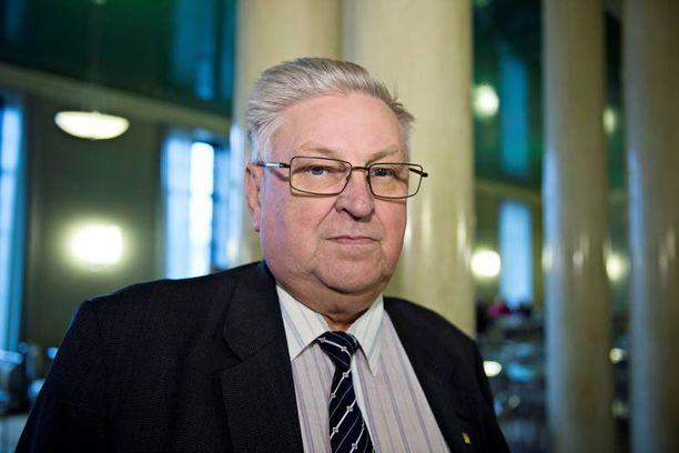 Perussuomalaisten kansanedustaja Pentti Kettunen johtaa Kelan valtuutettuja.