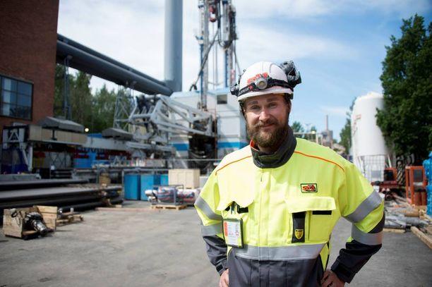 Suomen syvimmästä reiästä tulee jopa seitsemän kilometriä syvä. St1:n tuotantojohtaja Tero Saarnon mukaan vasarapora iskee graniittiin Espoon Otaniemessä 20 kertaa sekunnissa.