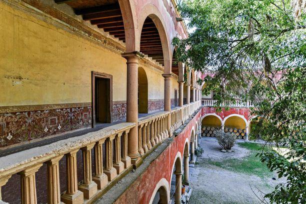 Haciendat syntyivät siirtomaa-aikoina, kun Espanjan kuningas lahjoitti Meksikosta maata espanjalaisaatelisille.