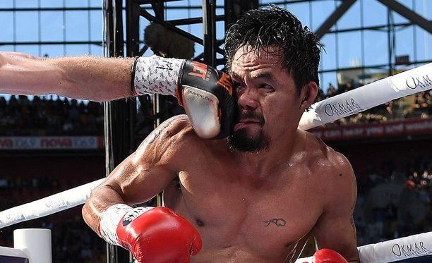 Näin mäjähti Hornin nyrkki tulevan ex-mestarin päähän.
