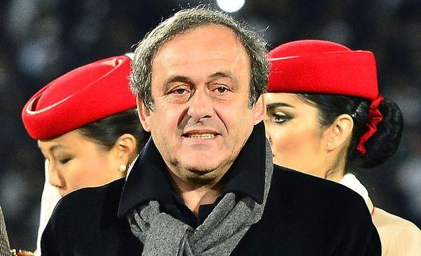 Michel Platini haluaa jalkapalloon valkoisen kortin.
