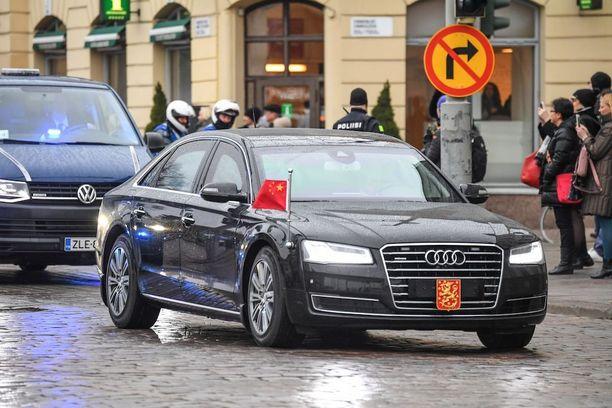 Kiinan presidentin ja hänen delegaationsa liikennöinti Helsingissä aiheuttaa katusulkuja useilla kaduilla, muun muassa Esplanadilla ja Mannerheimintiellä.