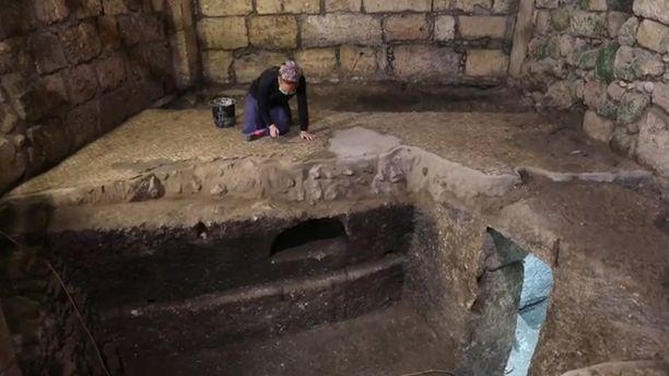 Johtavan arkeologin mukaan huoneet ovat voineet olla esimerkiksi maanalaisia ruokakellareita tai erillisiä ruuan valmistukseen käytettäviä huoneita.