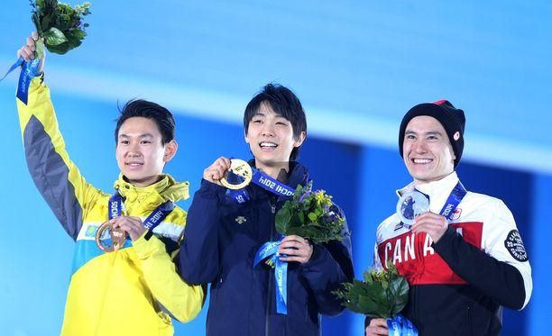 Denis Ten (vasemmalla) saavutti olympiapronssia Sotshin kisoissa 2014.