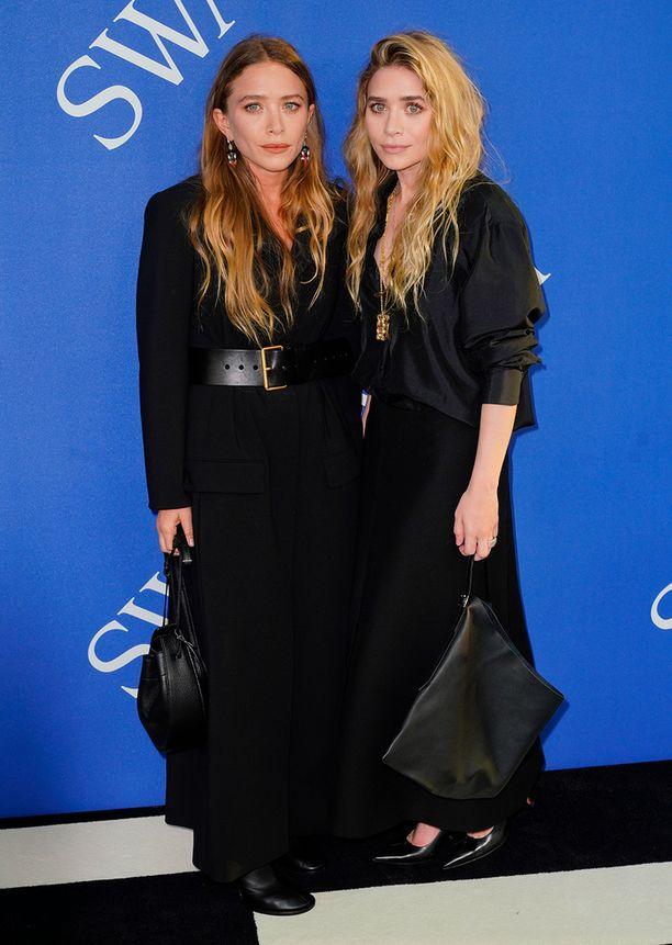 Tällaisena Ashley Olsen (vas) on totuttu näkemään. Rinnalla kaksoissisko Mary-Kate Olsen.
