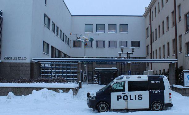 Keski-Suomen käräjäoikeus totesi teon raiskaukseksi. Rikos on näytetty toteen uhrin uskottavalla kertomuksella. Kuvassa Jyväskylän oikeustalo.