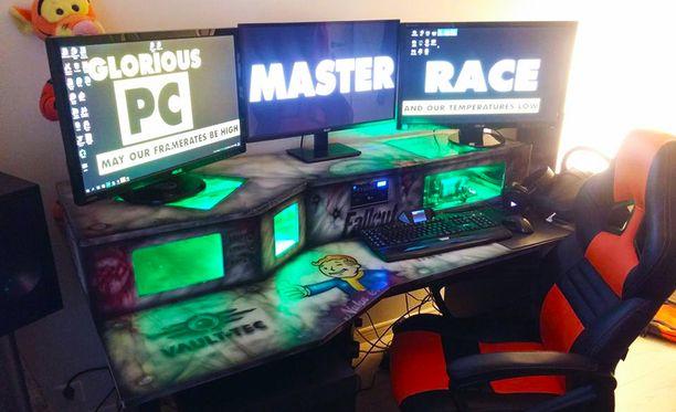 Pöydän sisään rakennettu peli-PC oli syksyllä menehtyneen miehen keskeneräinen hanke, jonka veli saattoi loppuun.