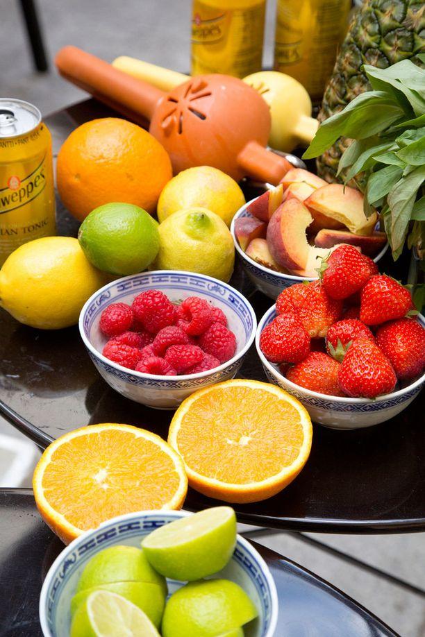 Sesongin parhaat marjat ja hedelmät kannattaa hyödyntää boolissa.