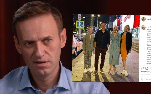 Aleksei Navalnyi viettää 45-vuotispäiväänsä telkien takana – julkaisi harvinaisen kuvan perheestään