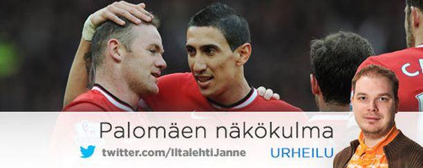 Vaihtomies Ángel di María onnittelee voittomaalin tehnyttä Wayne Rooneya.