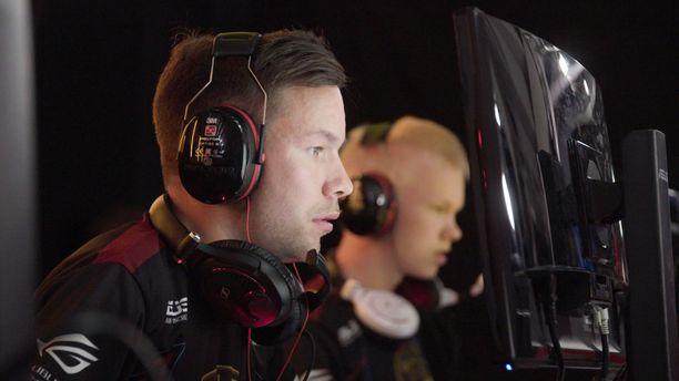 Jere Salo eli sergej ja Aleksi Jalli eli allu ovat Suomen menestyneimpiä CS-pelaajia.