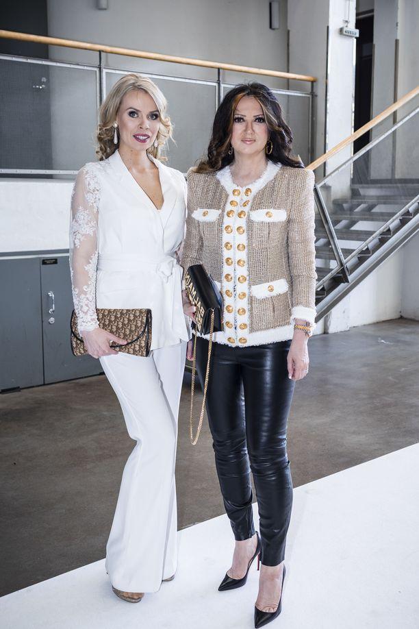 Vaatesuunnittelija Riikka Ikäheimo ja Elina Kanerva saapuivat uuden Yvette x Martina -uutuusmalliston lanseeraustilaisuuteen yhdessä.
