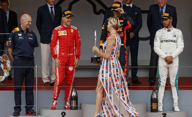 Monacon ruhtinatar Charlotte osallistui F1-palkintojenjakoon.