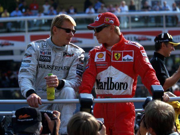 Mikat Häkkinen ja Salo ponnistivat maailmalle samalta kadulta Vantaan Martinlaaksosta. Kesällä 1999 molemmat ajoivat F1-sarjan parhaisiin lukeutuvassa tallissa: Häkkinen McLarenilla, Salo Ferrarilla.