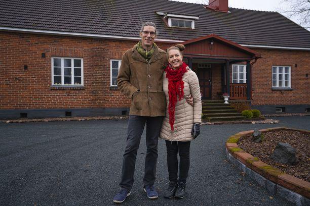 Marko ja Tanja Varalahti asuttavat Karkkilassa kartanomaista kotiaan.