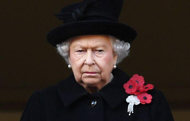 Kuningatar Elisabet pitää tiukasti kiinni vanhasta perinteestä.