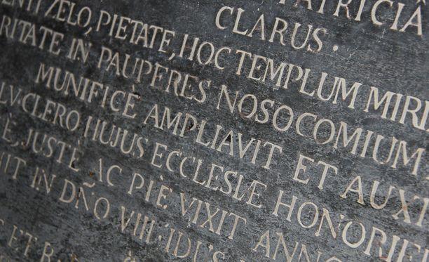 Latinaa pidetään kulttuurin ja sivistyksen kielenä.