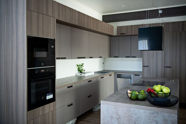 Casa Terden keittiössä leikitään ruskean eri sävyillä.