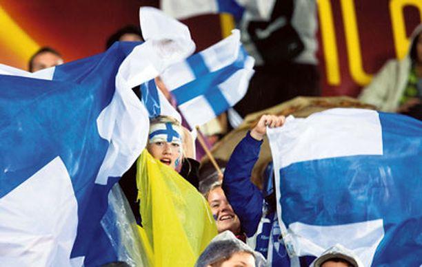 Naiskannattajat iloitsivat Hollanti-Suomi-ottelussa.