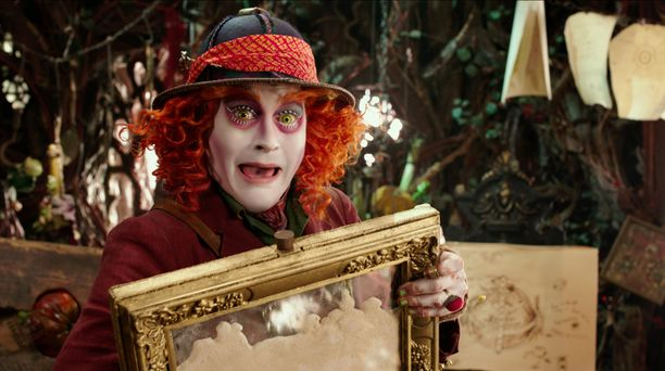 Hatuntekijän hulluus ei jää hahmon ulkoasusta epäselväksi.