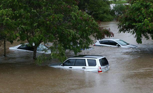 Debbie-myrskyn aiheuttamia tulvia Australian Queenslandissa.