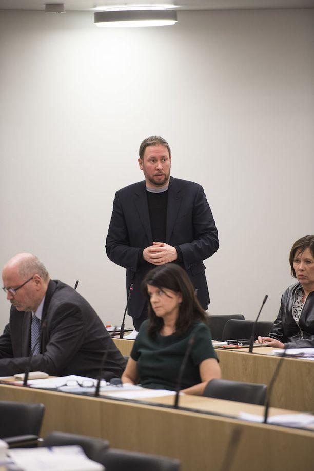 Paavo Arhinmäki kyseli kyselytunnilla työttömyydestä.
