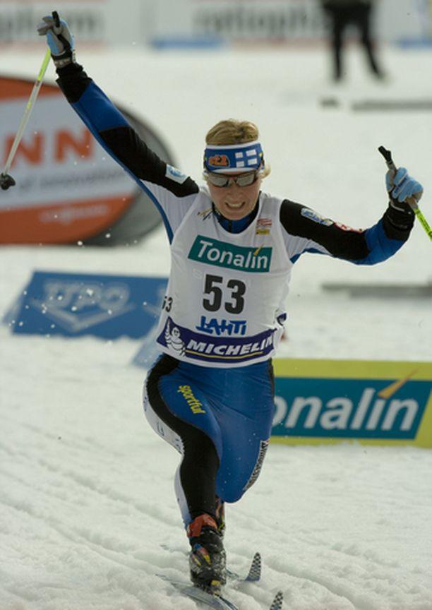 Riitta-Liisa Roponen voitti Suomen mestaruuden Pyhäjärvellä.