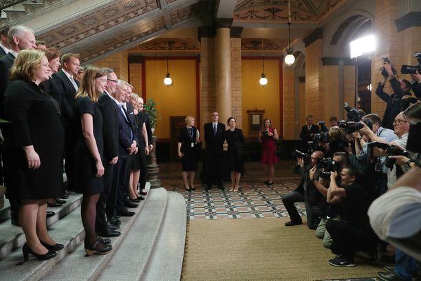 Rinteen hallitus ryhmäkuvassa viime viikon torstaina Säätytalolla.