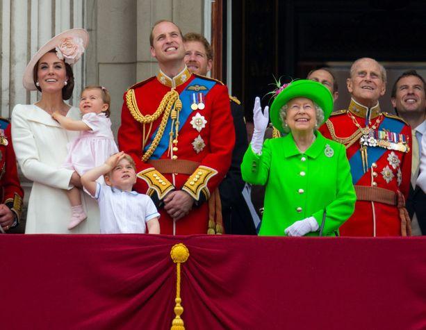 Kuningatar Viktoria rakennutti kuulun parvekkeen, jolta kuningasperhe tervehtii yleisöä suurten juhlallisuuksien aikaan.