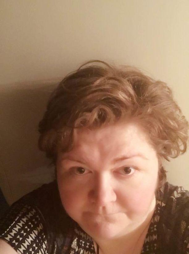Kadonnut Hanna-Mari Kokkarinen käyttää silmälaseja.