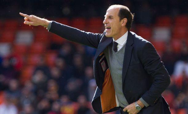 """Salvador """"Voro"""" Gonzalesin Valencian tappiolle tarjoillaan ylikerrointa."""