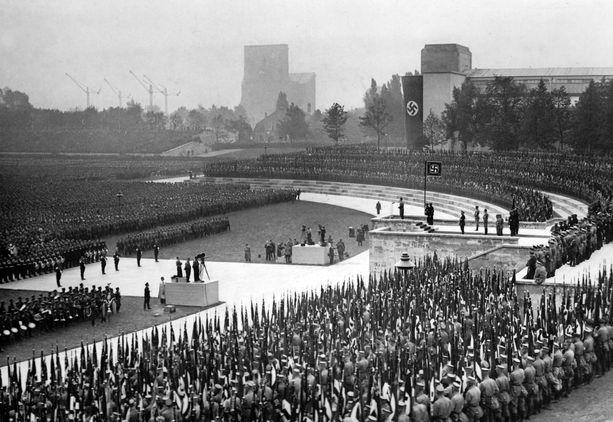 Saksan kansallissosialistinen puolue piti puoluekokouksiaan Nürnbergissä. Tämä kuva on vuodelta 1937.