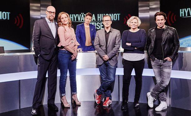 Hyvien ja huonojen uutisten kööri: Juha Vuorinen, Niina Lahtinen, Kari Ketonen, André Wickström, Paula Noronen ja Mikko Kuustonen.