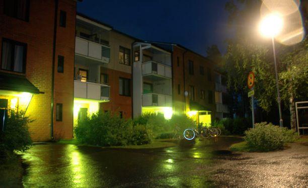 Ammuskelu tapahtui Oulun Maikkulassa Puohitiellä.