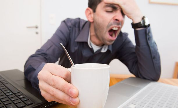 Jos sinnittelee työpäivän läpi kahvin voimin, nälkä on illalla valtava ja ateriaksi valikoituu helposti jotain epäterveellistä.