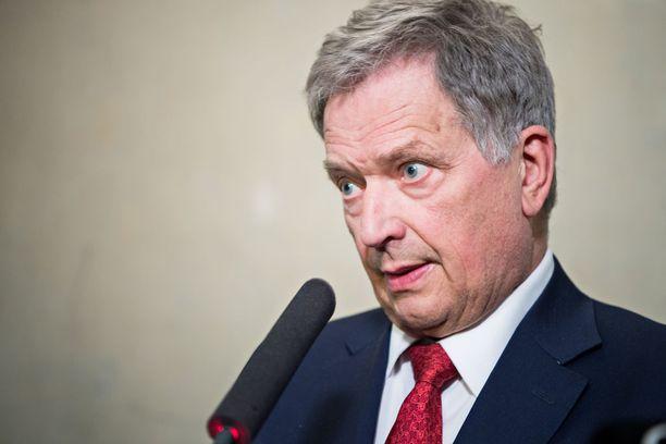 Tasavallan presidentti Sauli Niinistö ilmaisi syvimmän osanottonsa itsensä lisäksi myös kaikkien suomalaisten puolesta Kofi Annanin omaisille.
