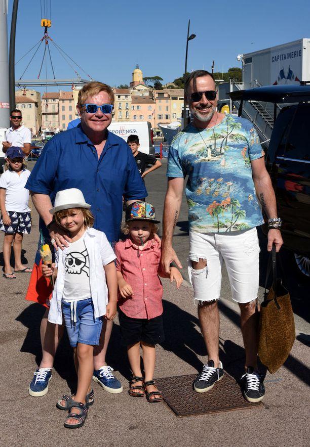 Perhe lomaili Saint-Tropezissa viime elokuussa.
