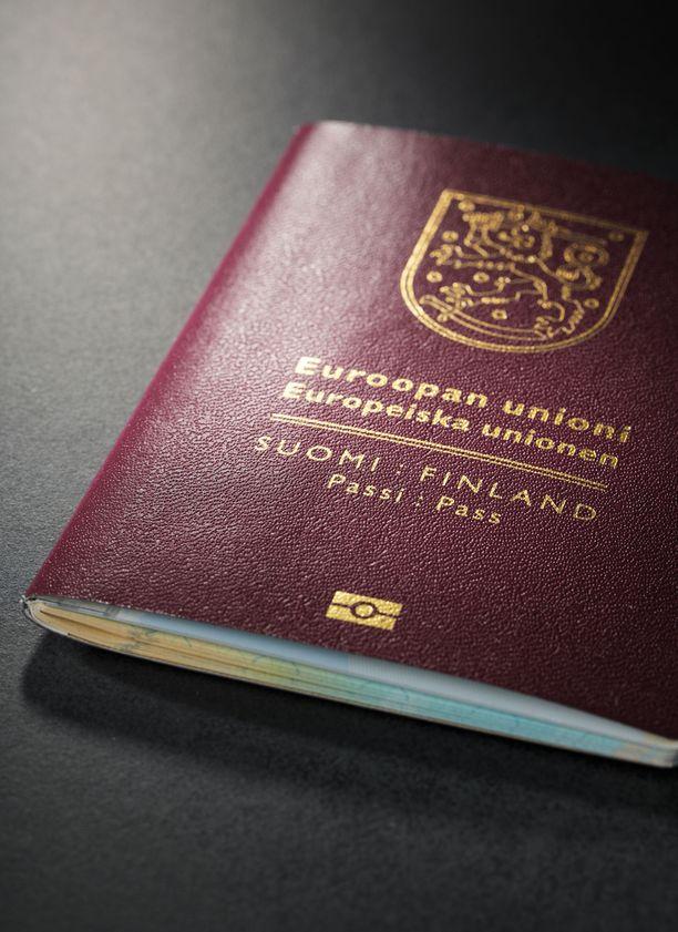 Rutiinikysymys passinhaussa paljasti Tiinan elämän suuren salaisuuden.