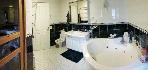 Kylpyhuoneessa on poreamme.