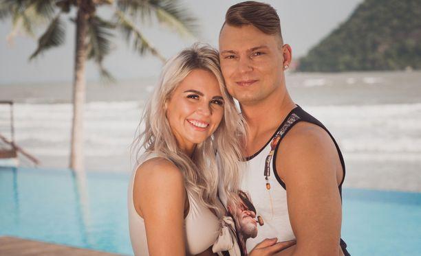 Eve ja Dani ovat menossa kihloihin.